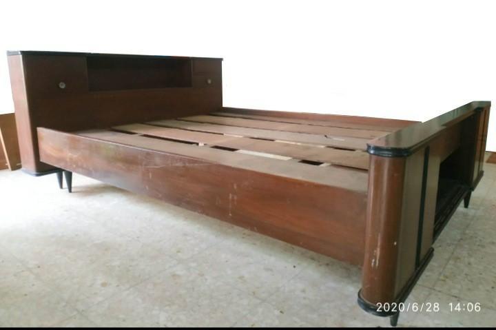 Kerangka tempat tidur queen size kayu jati