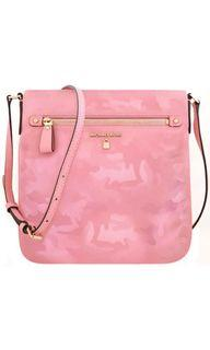 美國🇺🇸買的Michael Kors  專櫃款粉紅色迷彩輕量尼龍斜背包