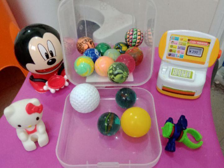 11顆彈力球等一堆玩具