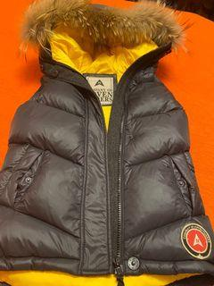 Down vest with real fur