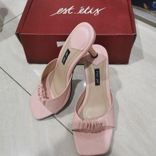 Est etis pink heels