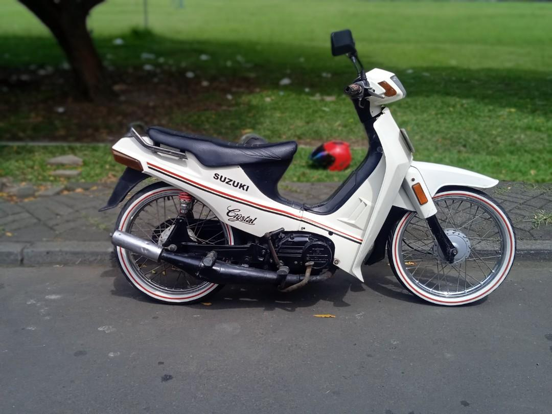 Suzuki crystal putih