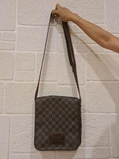 AUTHENTIC Louis Vuitton Messenger Bag