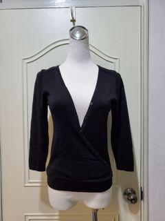 上班族愛牌 黑色線衫 近全新 剪裁合身 彈性很好 可內搭小可愛或襯衫