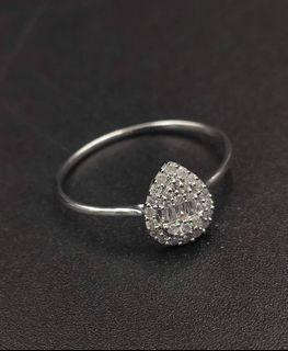 DIAMOND RING PEAR SHAPE WHITE GOLD