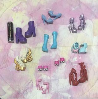 Take all! Assorted doll shoes