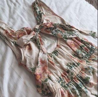 粉花雪紡簍空背後蝴蝶結短洋裝