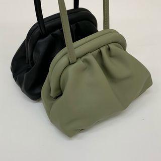 (全新) 抹茶綠霧面質感皮革雲朵包 嫩綠色簡約斜背小包