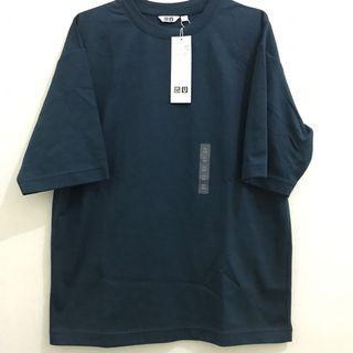 Uniqlo navy tshirt