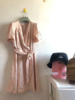 V領純色洋裝