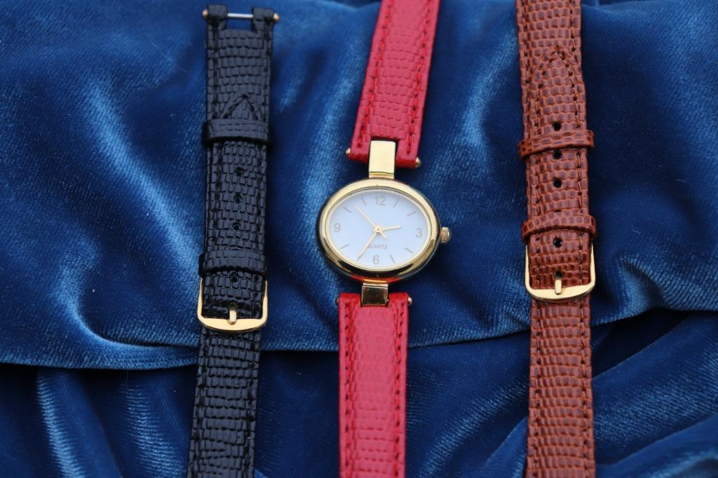 Lovely Ladies Quartz Watch with 3 Straps