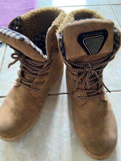 棕色。保暖 靴子 女鞋38號