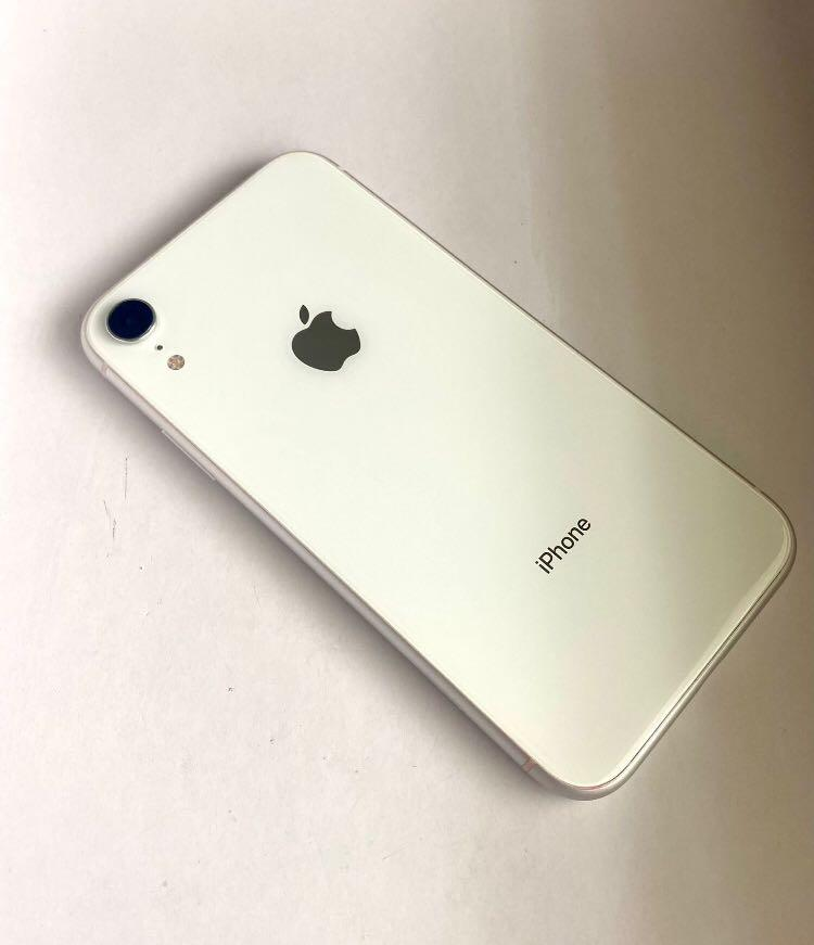 iPhone XR Silver (64GB) UNLOCKED Boost/ Verizon/AT&T/ Cricket/H2O/T-Mobile/Metro/Simple Mobil/Ultra/Layca/Smart GO