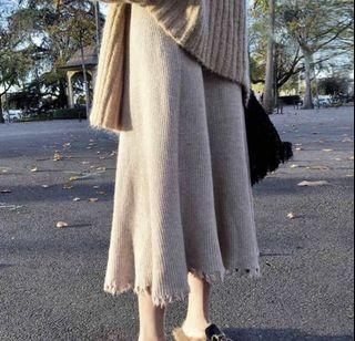 Causal knit bottom