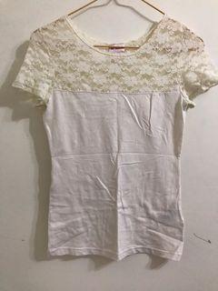 H&M 米白T恤 剪接蕾絲