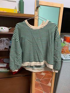 綠色條紋短版上衣
