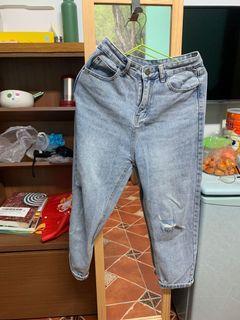 淺色牛仔男友褲 破褲 沒辦法拍得多好看的褲子