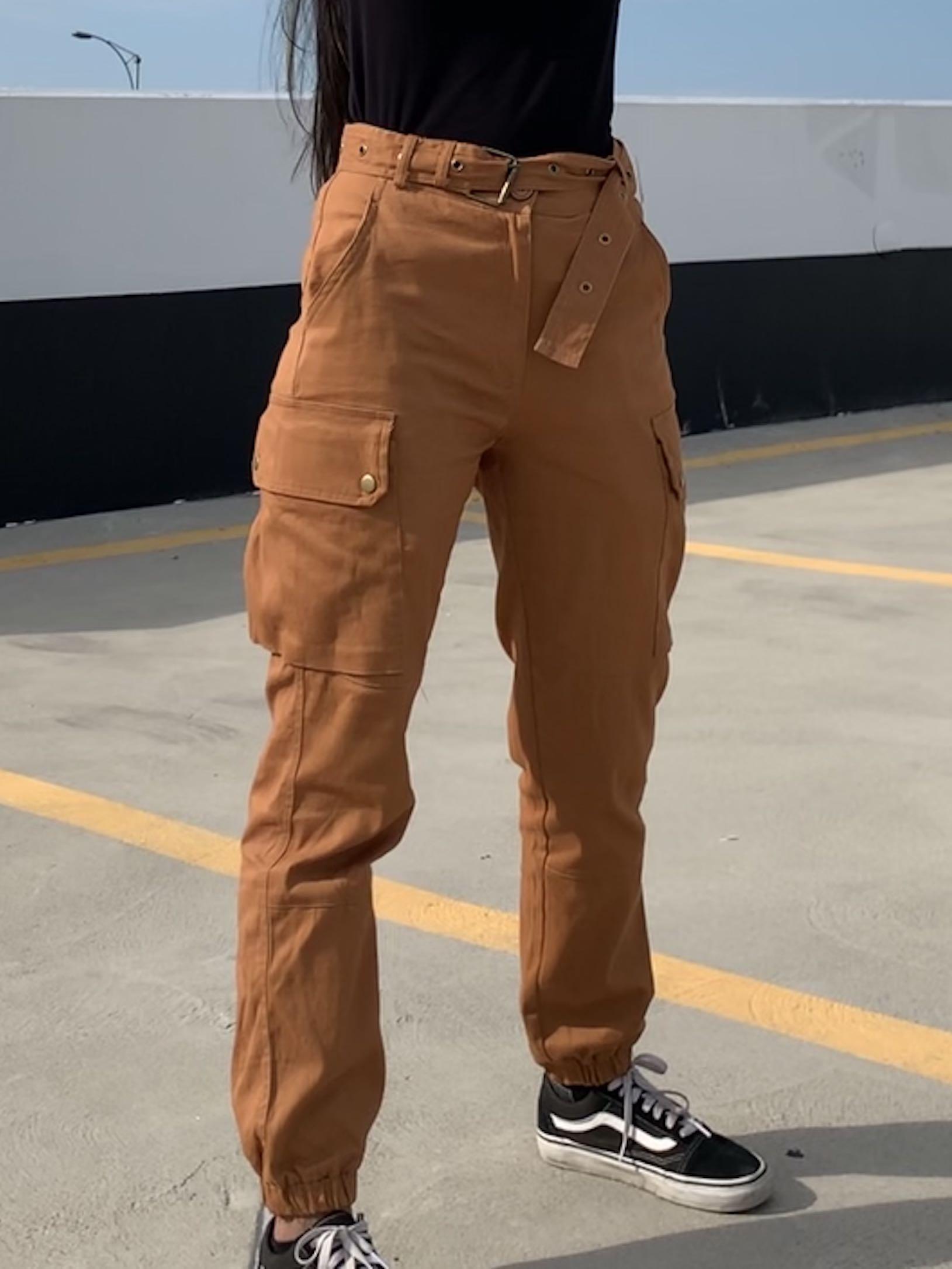 FASHION NOVA CARGO CHIC PANTS SIZE  XS