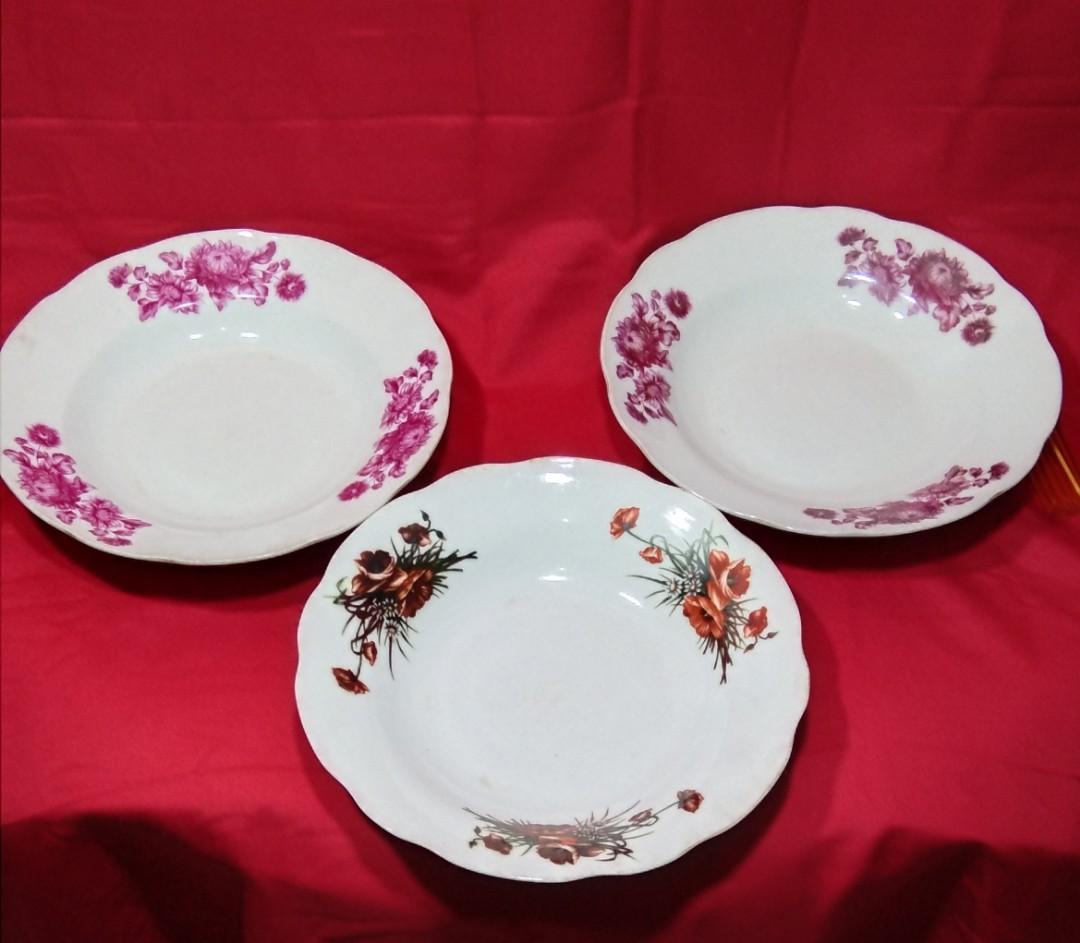 Piring Makan Keramik Lawas Motif Bunga
