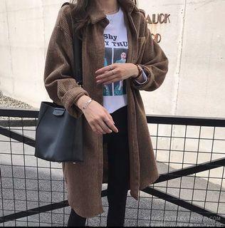 深棕色燈芯絨長襯衫