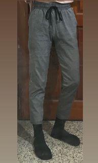 灰色九分直筒褲