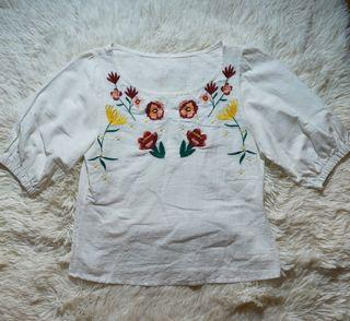 ❤️ Embroidered white top