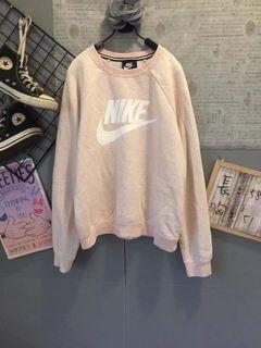 全新Nike運動大學T #女裝賣家