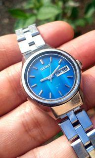 Seiko For Ladies Deep Blue Reflective Mirror Pattern Dial Vintage Watch