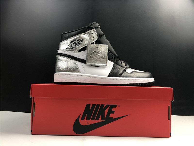 Air Jordan 1 Retro High OG Basketball Shoes 555088-010 Men and Women Size Eu36-47.5 US4-13