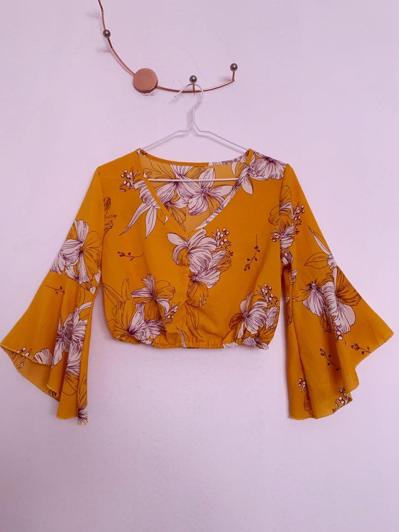 BNWOT Yellow Floral Butterfly Sleeve Crepe Top