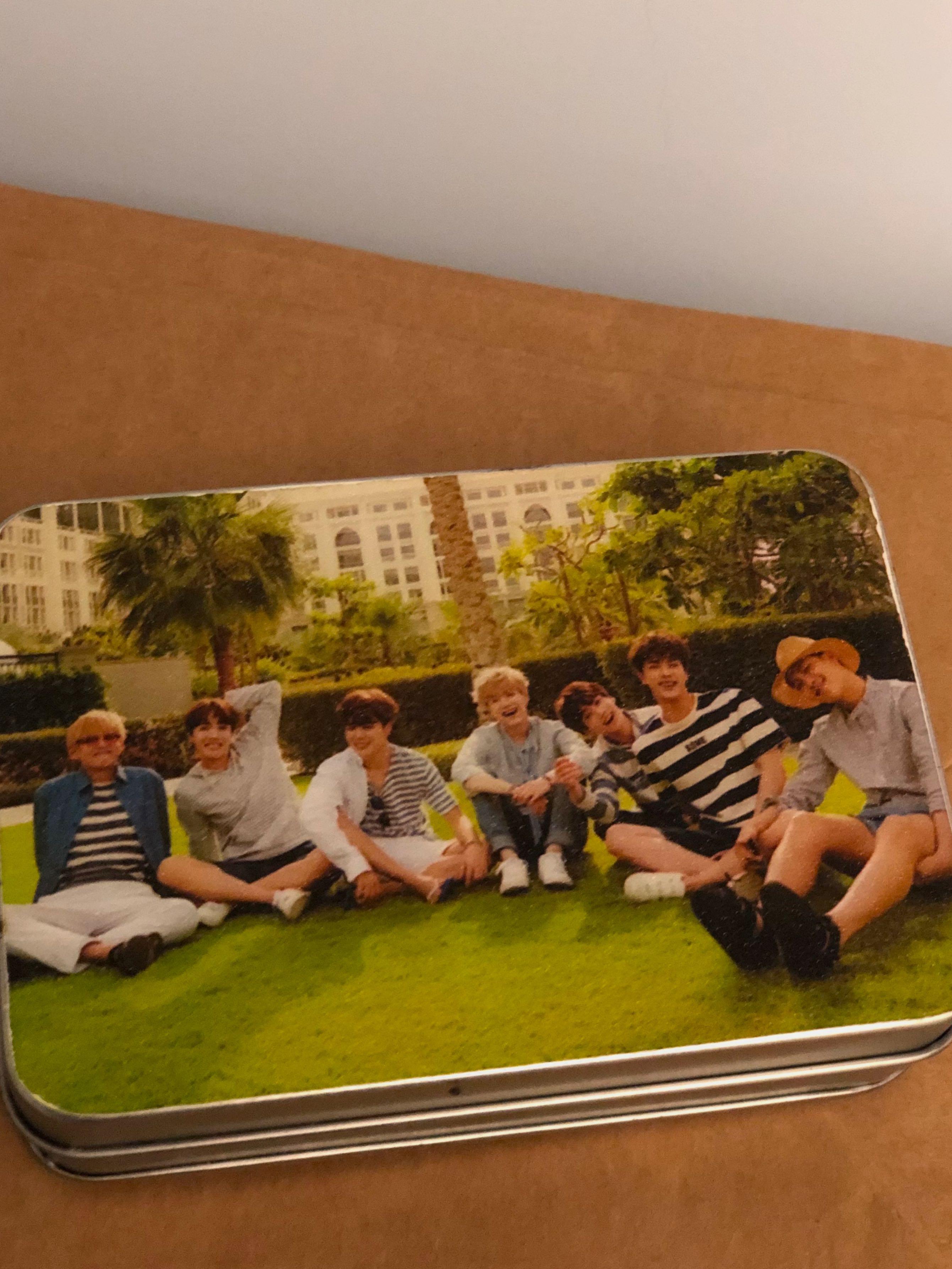 BTS 超可愛小卡鐵盒組