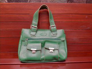 Tas kulit hijau