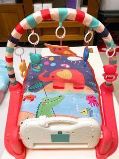 9成新嬰兒鋼琴健力架