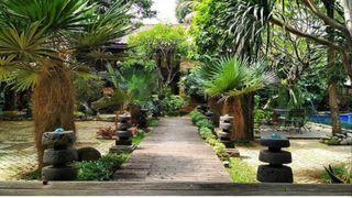 Jual Rumah Villa Gaya Bali Kayu Ulin di Bekasi