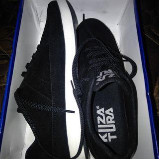 Sepatu Kuza Tura
