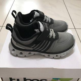 全新 K-Swiss 輕量舒適運動鞋 17.5cm