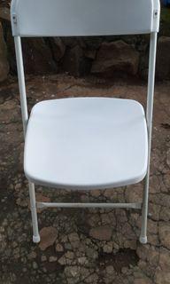 Bangku / kursi lipat informa warna putih
