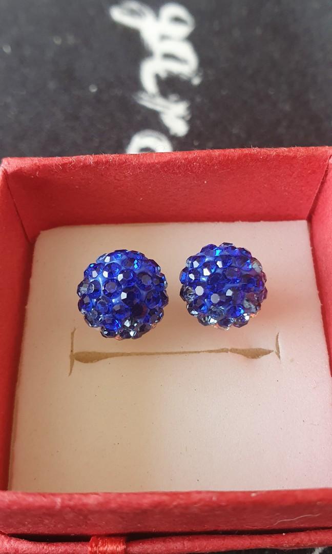 Georgous cz Zirconia stud ear rings