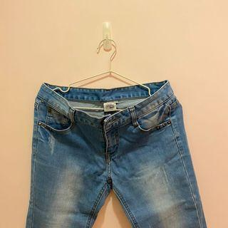 淺藍色 微刷破 緊身牛仔長褲