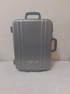 全新~ 台灣製 華碩 ASUS 20吋行李箱 附 保證卡 使用說明書 和 鑰匙2個