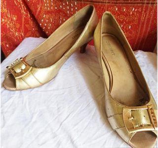 Sepatu wanita branded size 37