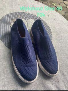 Sepatu watchout