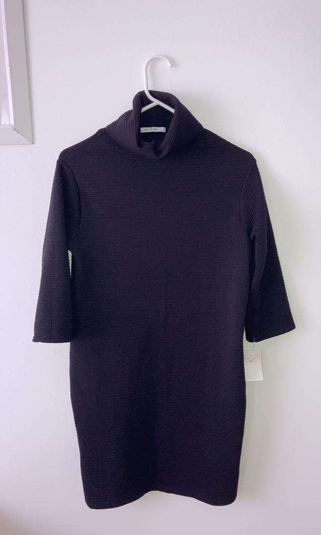 Title neck black dress