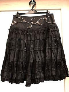 黑色亮面手工飾珠傘裙