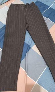 Celana bahan garis