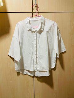 queen shop 素色 百搭 基本款 職場時尚 白色短袖落肩前短後長五分袖襯衫