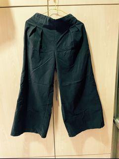 素色 百搭 基本款 職場時尚 黑色硬挺腹部打褶修身寬褲闊腿褲(背後為鬆緊帶)