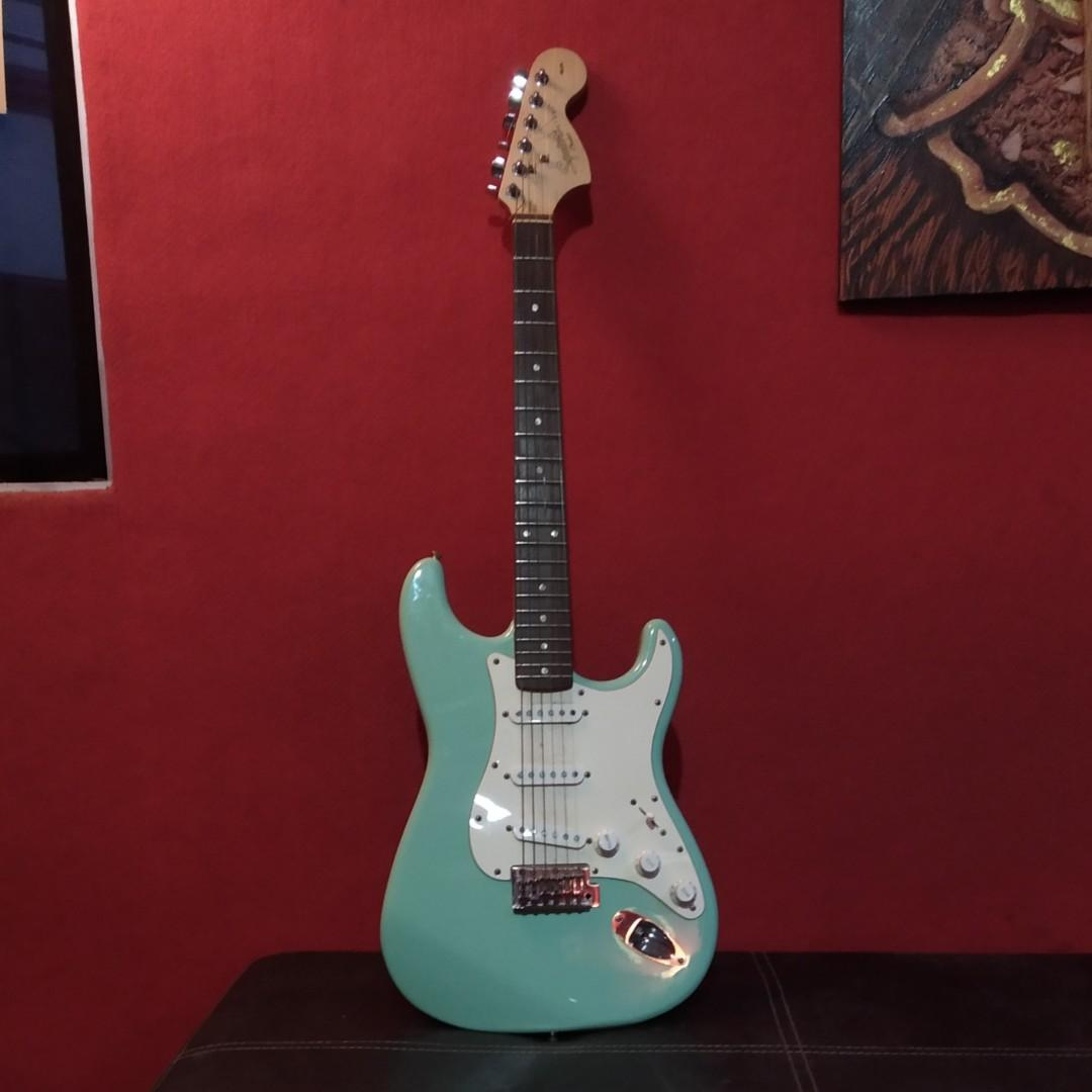 Guitar Squier Affinity Stratocaster Surf Green