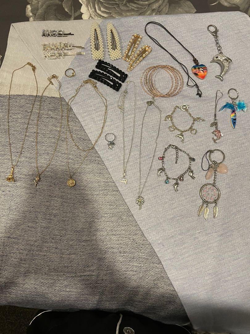 Jewellery/hair clips/key rings bundle