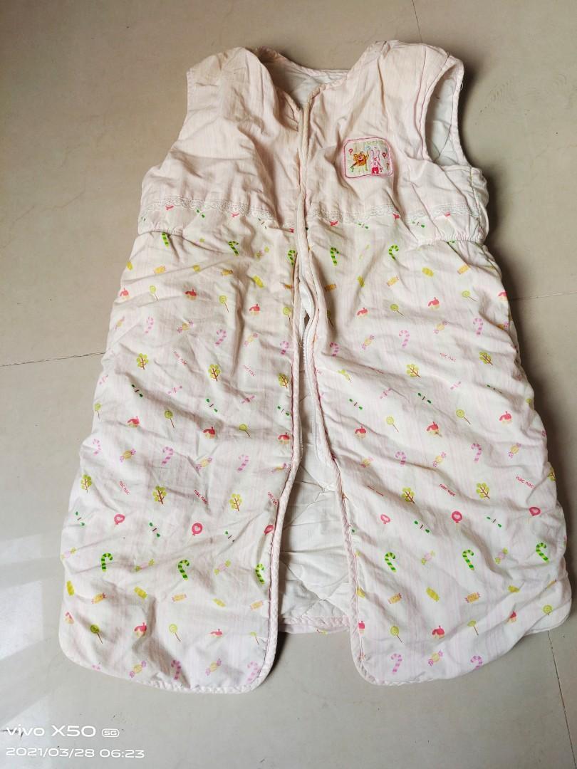 台灣製麗嬰房全棉肚兜,長70公分,胸寬43公分,八成新!